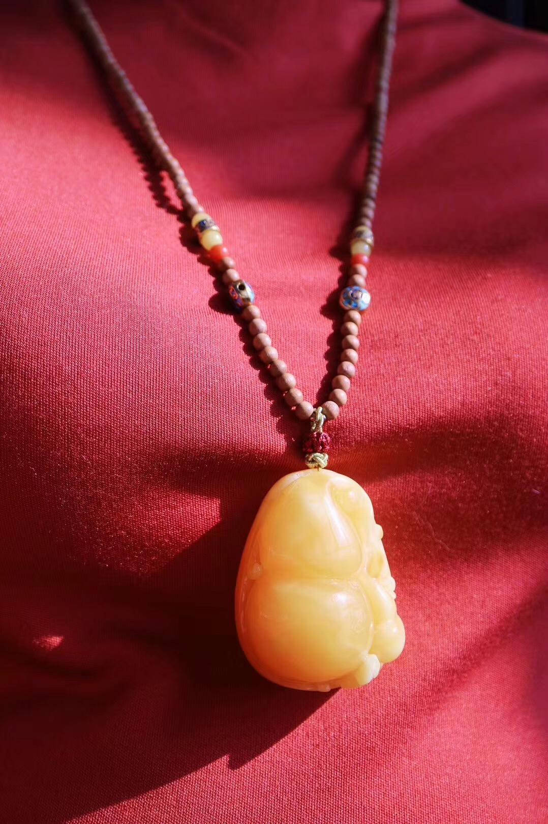 【菩心-蜜蜡葫芦】偶得一块大料蜜蜡原石,雕一只超饱满的葫芦奉上-菩心晶舍